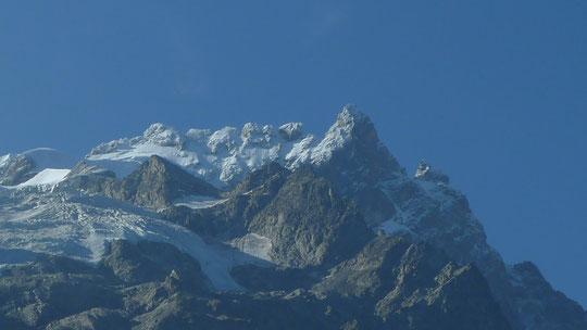 Les magnifiques Arêtes de la Meije et la face Nord  encore bien blanches, hier matin (Photo Aurélien)