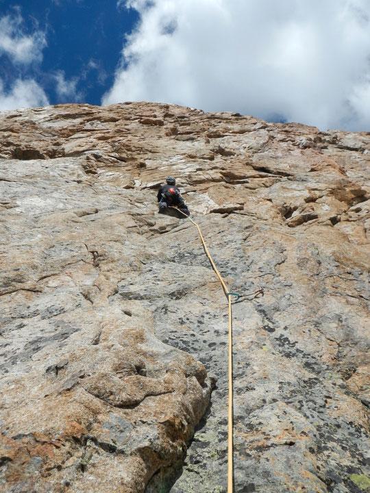 """Du très bon rocher, une très belle petite voie de 300m (6c max avec les relais équipés) en facette Est de la Pyramide Duhamel , la cordée qui la veille avait réalisé """"Mitchka"""" est revenue également enthousiaste de """"Tout est bon dans le Nichon"""" !"""