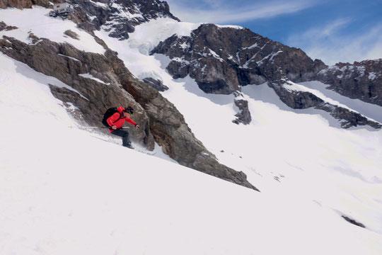 Hier matin nous sommes allés faire un petit tour à skis vers la Bréche de la Meije avec notre fils Yoska et Benjamin, un ami, qui passe ici sous le refuge du Promontoire. Les conditions sont bonnes dans tout le haut du Vallon des Etançons !