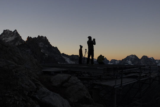 Ce matin, depuis la DZ du Promontoire. Le soleil va se lever sur l'Oisans. Des moments inoubliables...
