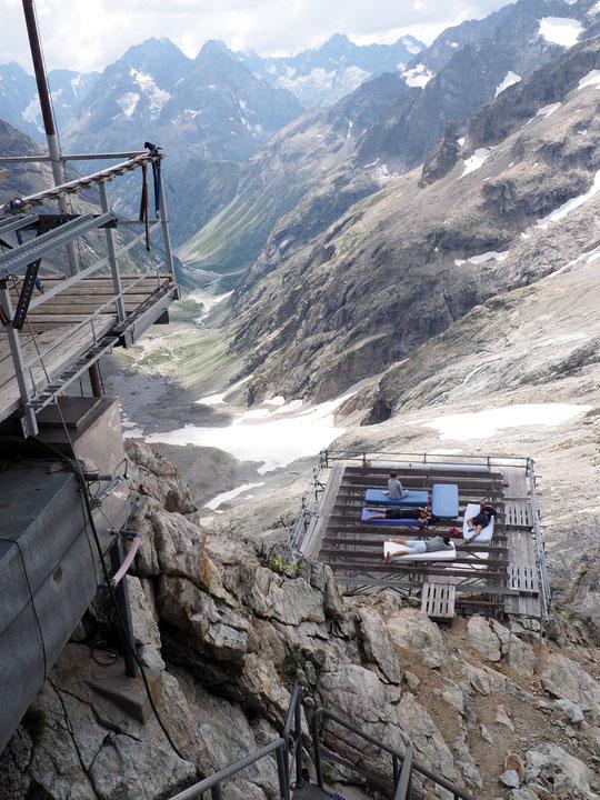 Hier après midi, petite sieste à 3100m sur la DZ du Promontoire....