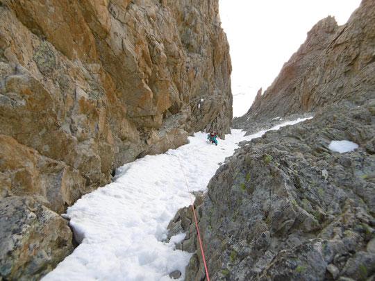 Il reste encore une étroite bande de neige dans le couloir Duhamel (bien pratique à la montée...). Merci pour la photo liée au compte rendu de la tentative à la Meije (ci dessus).
