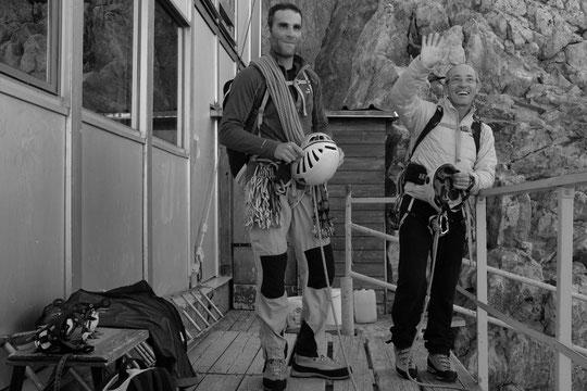 Cela faisait des années qu'il en rêvait : Erick est parti ce matin, de jour, pour la Traversée de la Meije avec Vincent son ami guide... Bon et grand voyage par là haut !