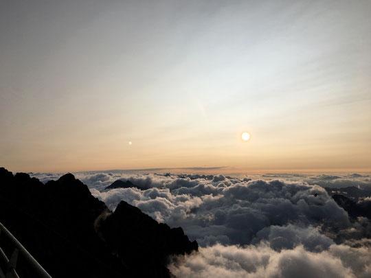 """Jessica et Jean Baptiste, deux alpinistes Corses ont réalisé ensemble la Directe Sud du Grand Pic (ou """"Pierre Allain"""").  Avec de belles photos ils ont envoyé ce mot : """"Salut, superbe voie, toujours autant d'émotions en arrivant au sommet"""".  Merci à vous !"""