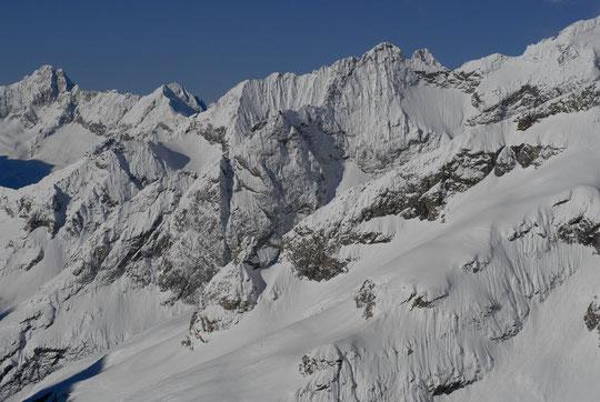 Tout est blanc en Oisans (photo prise hier midi depuis la terrasse du refuge).