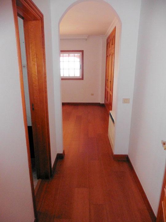 Zugang zum Masterschlafzimmer und Badezimmer
