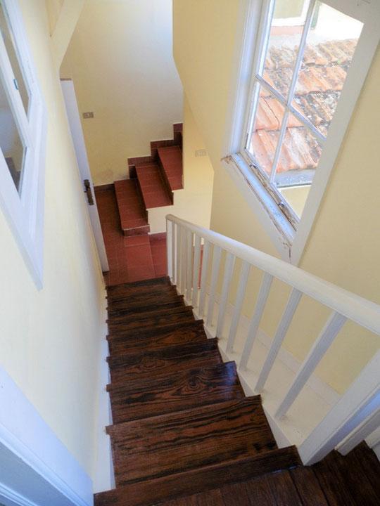 Treppenzugang zum alten Gebäude