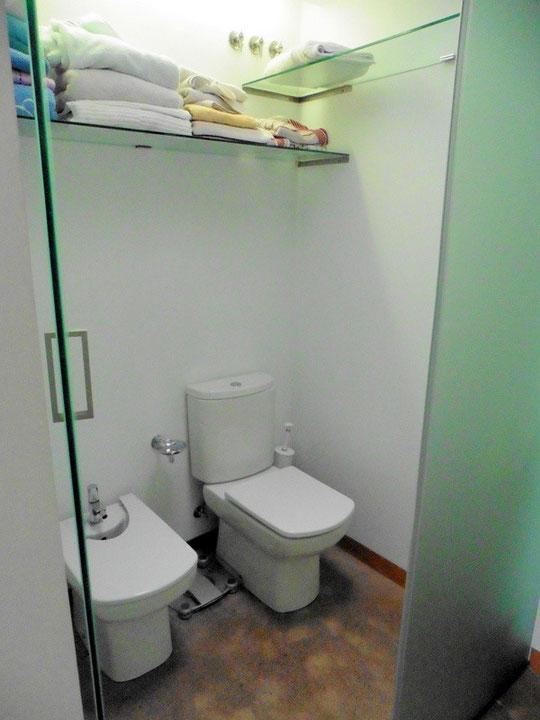 Separate Toilett und Bidet
