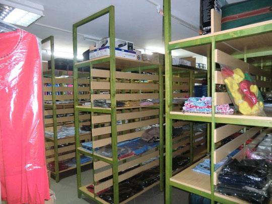 Lagerraum der unteren Etage mit zusätlichem Büro oder Verkaufsraum und 2 Toiletten in Puerto de La Cruz zum mieten oder kaufen