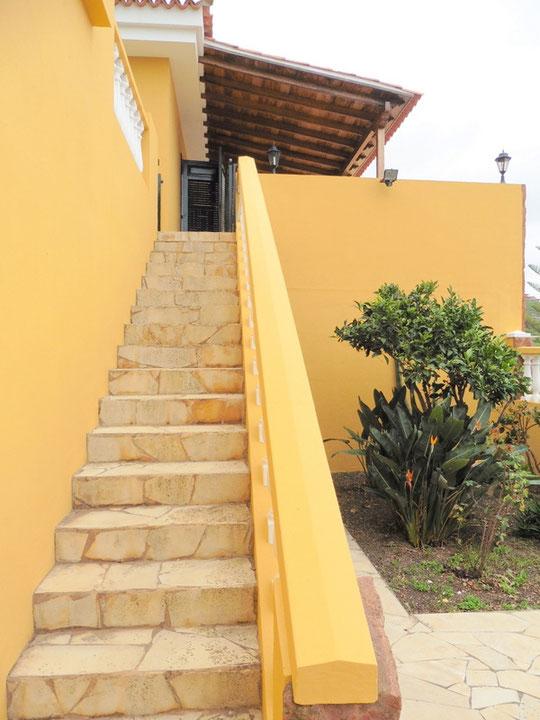 Treppen die zum Haus führen