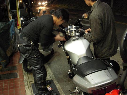 バイク修理中☆