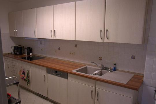 Teeküche inklusive Elektrogeräte und Geschirr