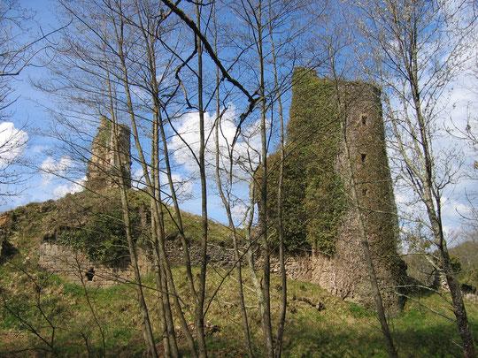 Les ruines de Malval au pays des 3 lacs