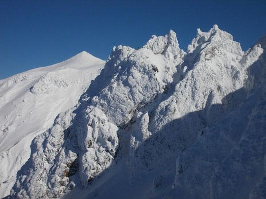 八つ手岩 冬期登攀の対象となっている。