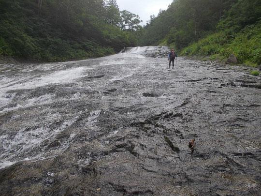 滝の瀬十三丁を行く。