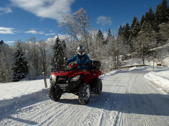 Schnee Quadtour fahren mit Daniels Funrental Quadtouren in Interlaken und Berner Oberland