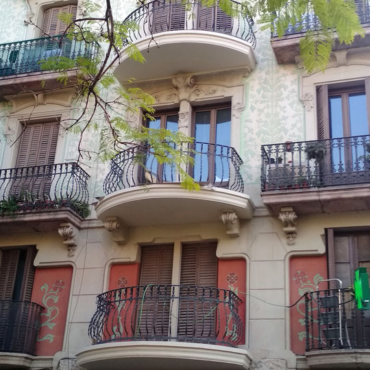 Pintores en Barcelonar. Presupuesto y precio  pintar o restaurar edificio, vestibulo, escalera. Pintores Comunidades de Vecinos