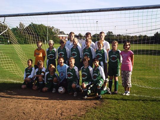 Mannschaftsfoto unmittelbar vor Anpfiff des 1. Spieltages der Saison 2009/10
