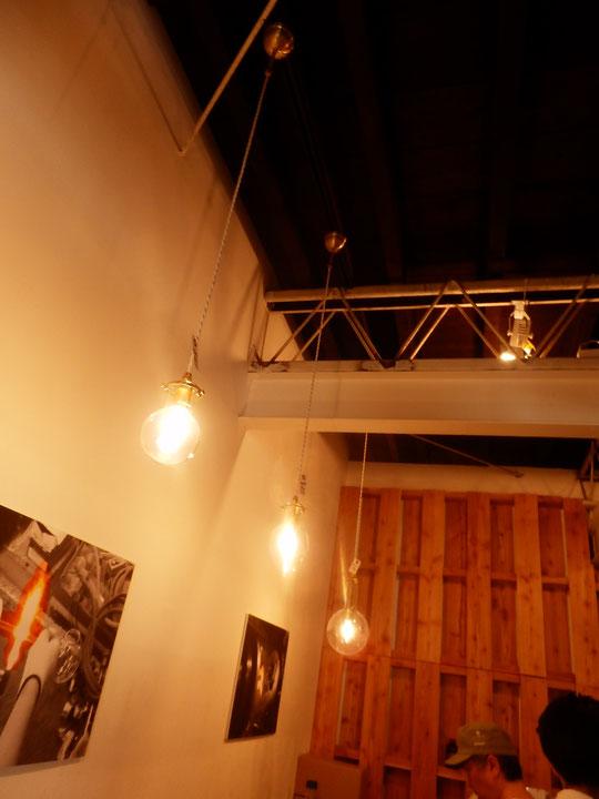 倉庫をリノベーションしたリカシツさんの照明