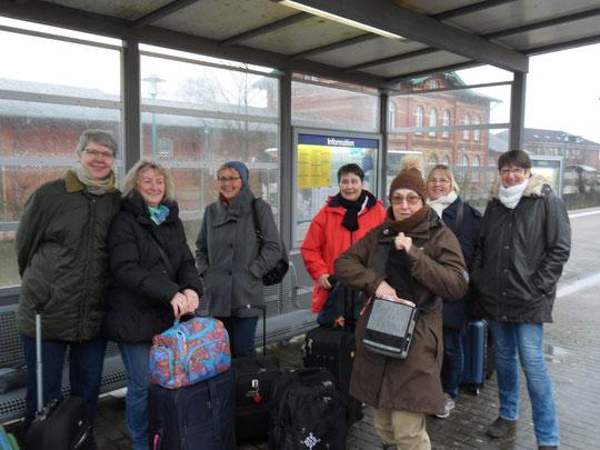 Bei der Anreise auf dem Bredstedter Bahnhof im Regen.