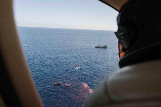 Das Sea-Watch Suchflugzeug Moonbird unterstützt bei der Rettung. Foto: Felix Weiss — Sea-Watch.org