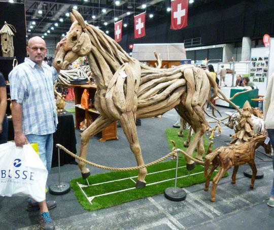 Gerret mit einem Pferd aus Holz - Cooool!!! :-)