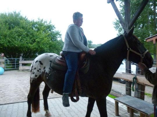 Kurti das erste Mal mit Tanja im Sattel