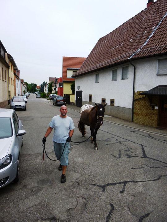 Hier kann man noch gemütlich durchs Dorf reiten