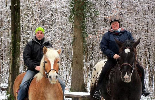 Die Menschen gucken mal wieder sonstwohin, die Pferds sind aufmerksam. ;-)