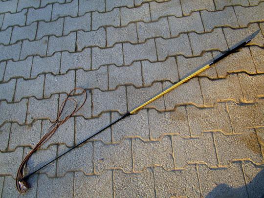 Longier- oder Freiarbeitspeitsche, Zwischenstück handgedrechselt, mit Lederschlag