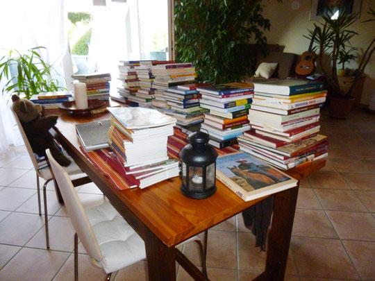 Ein Teil meiner - hier noch unsortierten - Büchersammlung über Pferde und Reiten
