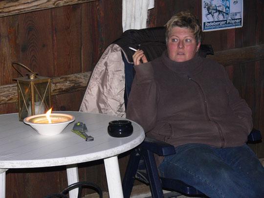 Gemütlich am Stall im Kerzenschein