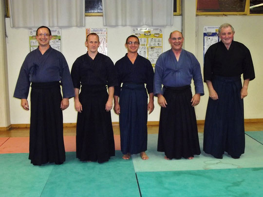 De gauche à droite:   D.Pfleger 1er Dan jodo,  D.Memheld et Ch. Syvi 2eme Dan jodo,   M.Meyer  3eme Dan jodo  et  C.Zink notre enseignant  5eme Dan de Iaido