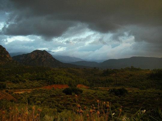 De ondergaande zon en de regen leverde een prachtig vergezicht op.