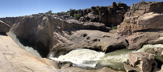 The stunning Orange River Gorge. Habitat of the Augrabies Flat Lizard (click to enlarge).