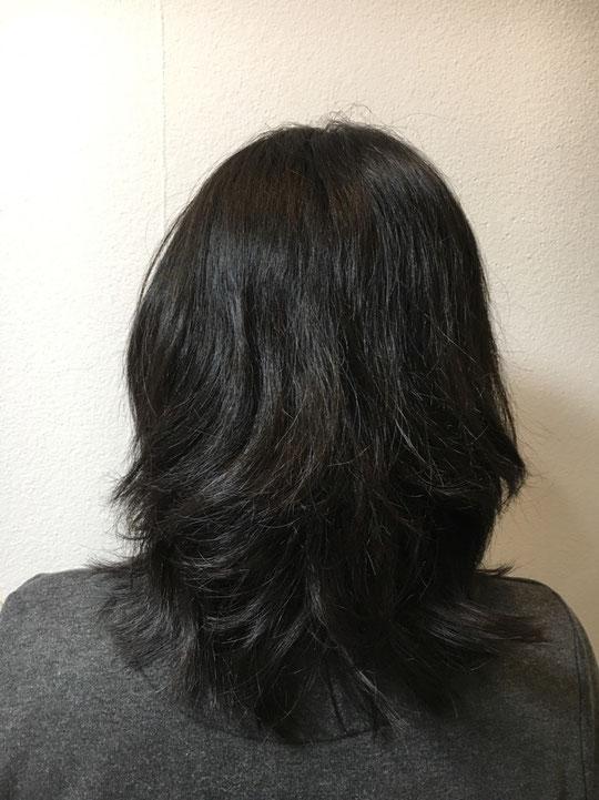 波状毛と縮毛が混じったくせ毛です。