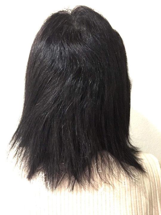 ビフォア。縮毛矯正と白髪染めでダメージはありますね。