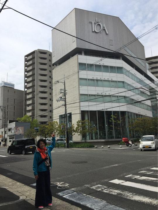 JR鶴橋駅からすぐにあります。