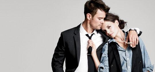 """Josh Duhamel et Katie Holmes pour """"J. Crew""""..."""