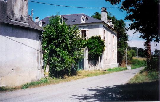 L'Espéranza de nos jours. Le chemin Elias est devenu une route et d'autres maisons se sont construites.