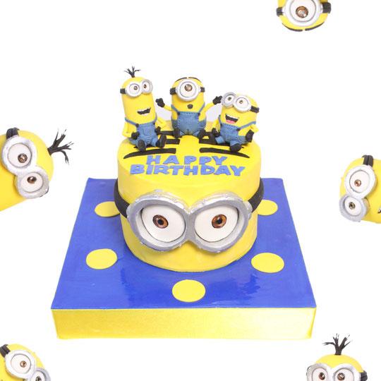 Minion Birthday Cake🍌 #ミニオン #ミニオンケーキ #砂糖フィギュア #可愛い #周りのミニオンも砂糖フィギュア #誕生日 #ケーキ #minion #minions #minioncake #japanbased #🇯🇵 #エムケーキ