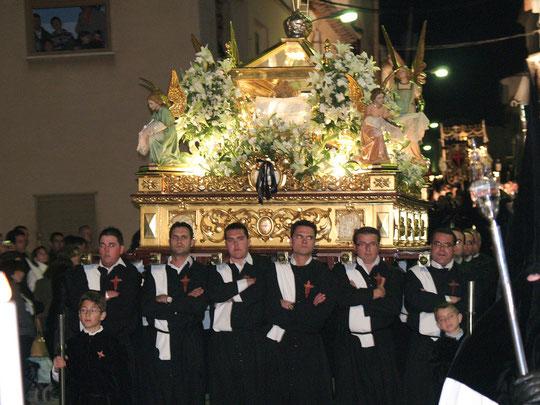 Paso del Santo Entierro en procesión
