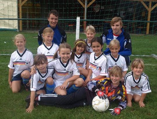 Das G-Mädchenteam in 2008 mit den Trainern Markus Rohrig und Patrick Leipold
