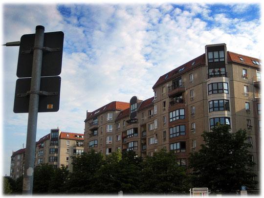 Bilder von der Edelplatte nahe dem Brandenburger Tor in Berlin Mitte. Hier durften nur Angehörige der Stasi wohnen. Das Foto zeigt die Edelplatte nahe an der Zonengrenze.