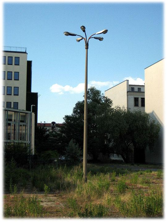 Bilder von der Geschichte der DDR und der Geschichte der Berliner Mauer. Bilder der Mauer am Potsdamer Platz. Spuren und Reste der Grenze in Berlin.