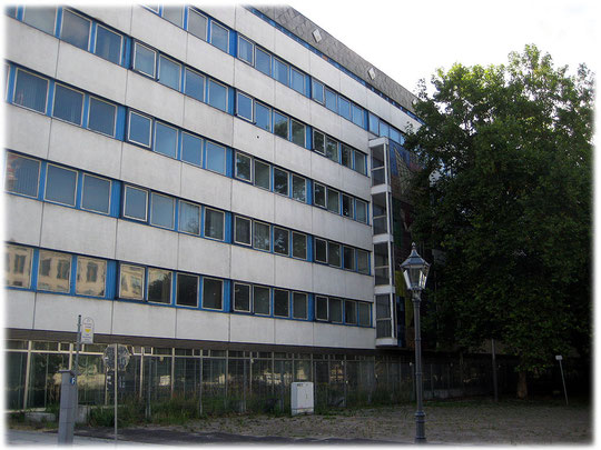 Bilder vom Wandbild von Walter Womacka am DDR-Ministerium für Bauwesen. Der DDR-Künstler Womacka hat zahlreiche Wandbilder in Ostberlin gestaltet und wurde dadurch berühmt.