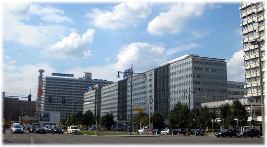 Bilderbuch Berlin: Bilder und Fotos vom Alexanderplatz, DDR und Ostberlin. Dieses Bild zeigt das Haus der Elektroindustrie.