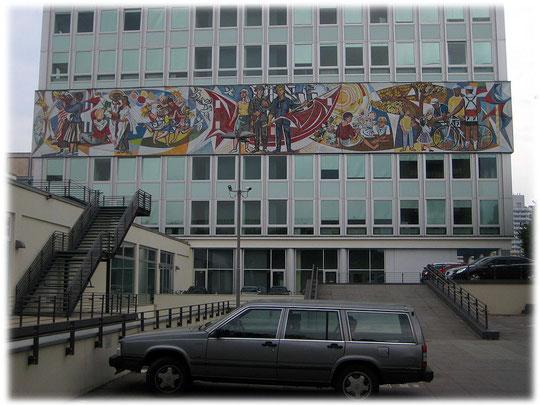 Bilder aus der DDR und Fotos von Symbolen der DDR. Der Kommunismus und der Sozialismus in der DDR in Wort und Bild. Bilder vom Realsozialismus in der DDR.