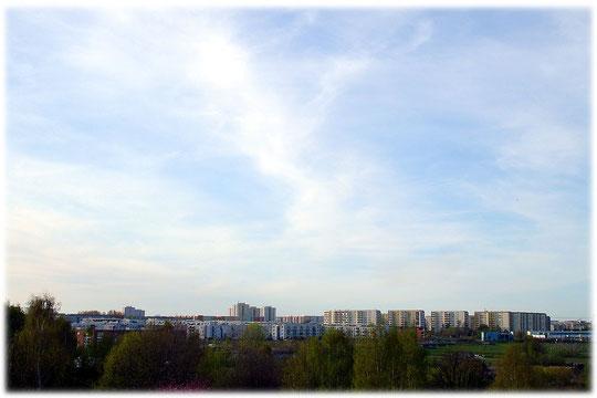 Ein Bild von den Plattenbauten in Marzahn. Fast alle Einwohner von Marzahn wohnen in den Plattenbauten der DDR. Bilder von Plattenbauwerken in Marzahn.
