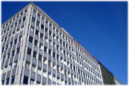 Ein Foto vom Alfred Döblin Haus am Alexanderplatz Berlin. Bilder aus der DDR und der Geschichte der DDR am Berliner Alexanderplatz. Fotos und Videos aus Berlin.